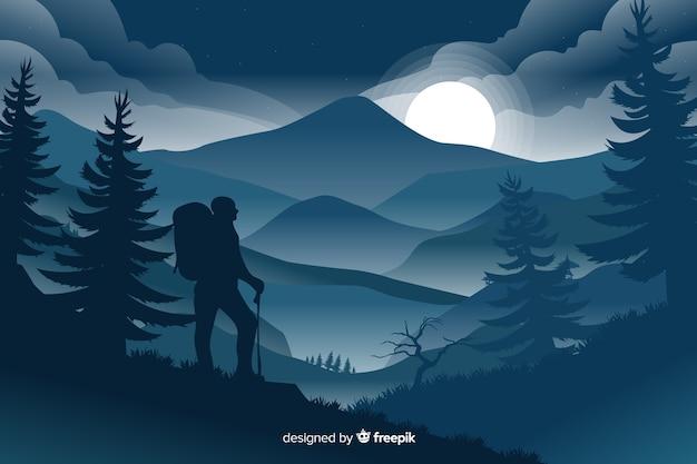 Paesaggio delle montagne con l'ombra del viaggiatore