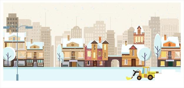 Paesaggio urbano invernale con edifici, alberi e spazzaneve