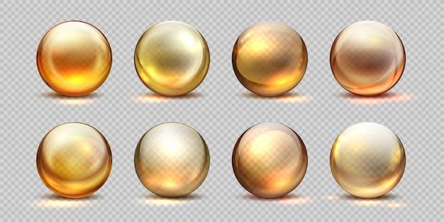 Palline d'oro al collagene. olio cosmetico realistico, goccia di siero liquido, pillole trasparenti isolate 3d. set di gocce di collagene giallo