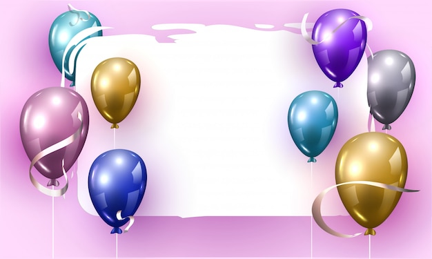 Palloncini lucidi colorati decorati su sfondo viola con spazio per il messaggio.
