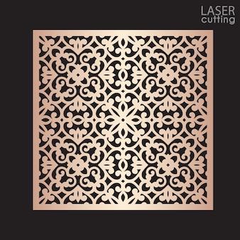 Pannello quadrato ornamentale tagliato a laser con motivo, modello per il taglio. design in metallo, scultura in legno.
