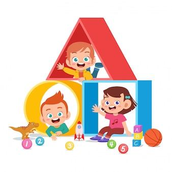 Parco giochi per bambini con diverse forme