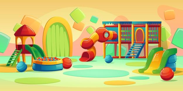 Parco giochi per bambini con giostra e scivolo