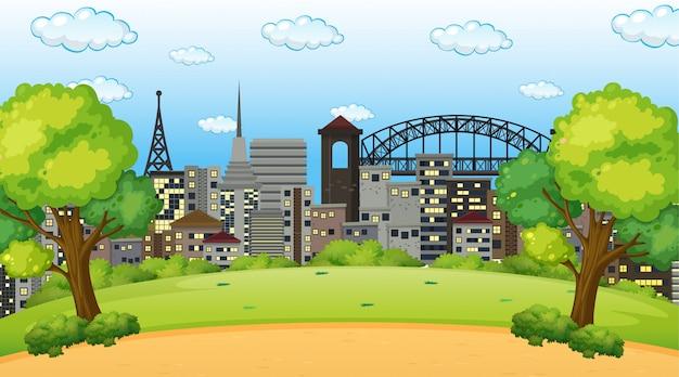 Parco nella scena della città o sullo sfondo