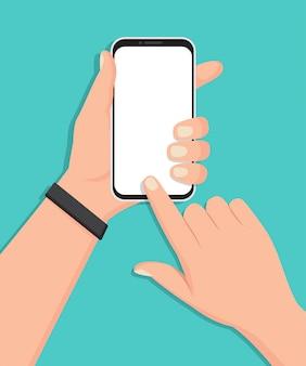 Passi lo smartphone della tenuta con lo schermo in bianco in una progettazione piana
