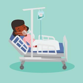 Paziente sdraiato nel letto d'ospedale con maschera di ossigeno.