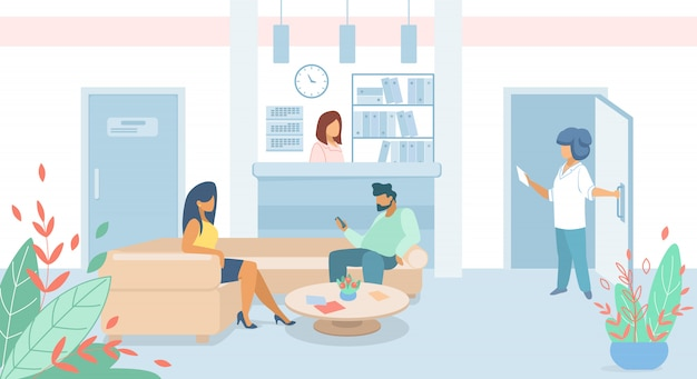 Pazienti della donna e dell'uomo che si siedono nell'ingresso della clinica