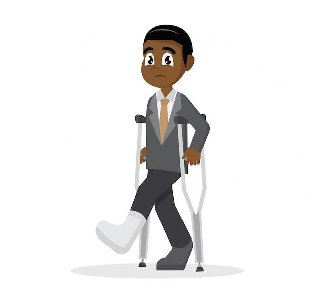 Personaggio dei cartoni animati, uomo d'affari africano con le stampelle e un cerotto sulla gamba