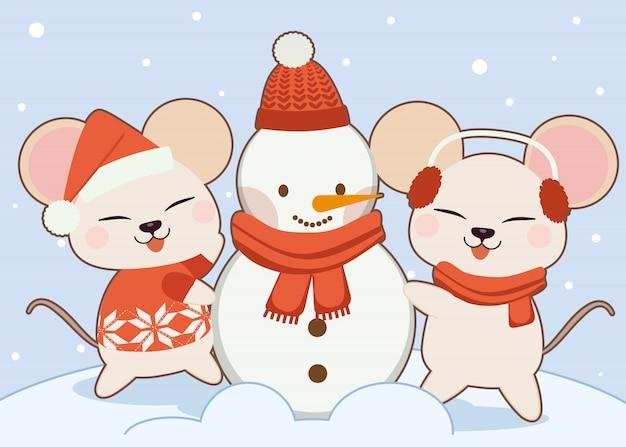 Personaggio del topo carino costruendo un pupazzo di neve.