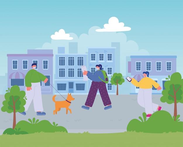 Persone che camminano per strada città, uomo con cane e ragazze con cellulare