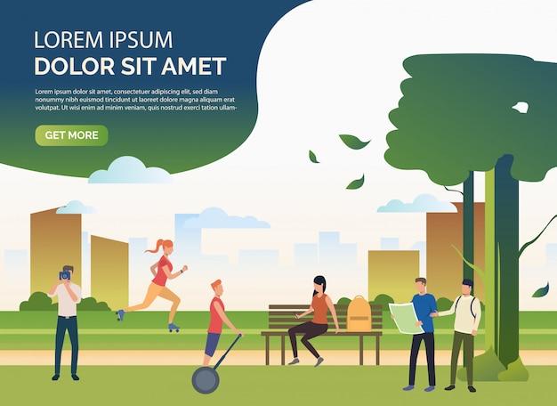 Persone che fanno sport e relax nel parco della città con testo di esempio