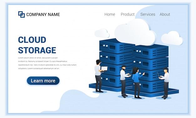 Persone che lavorano al laptop gestendo file e dati nel server.