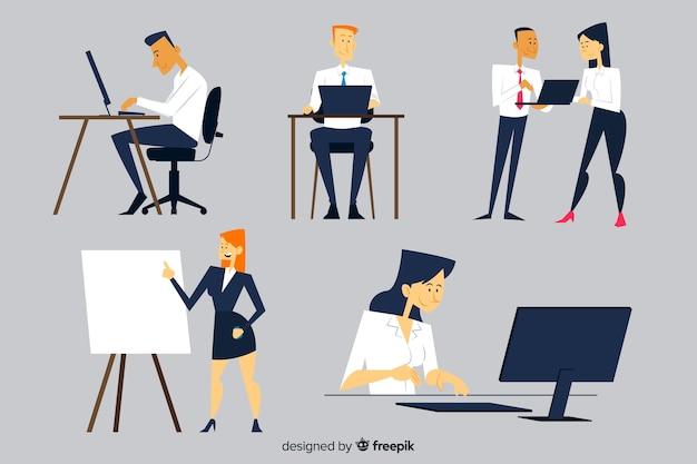 Persone che lavorano in ufficio