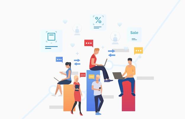 Persone che usano gadget, inviano messaggi e comunicano