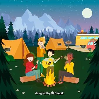 Persone felici in campeggio in natura