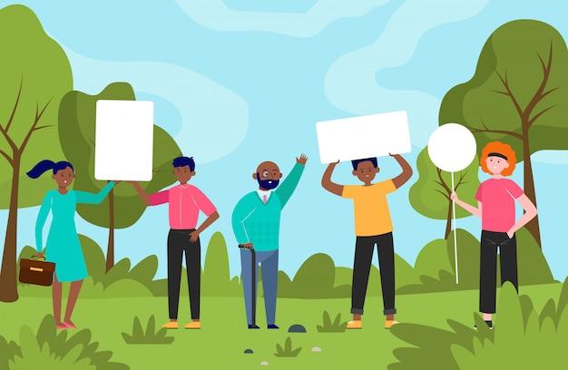 Persone in piedi con i cartelli nel parco