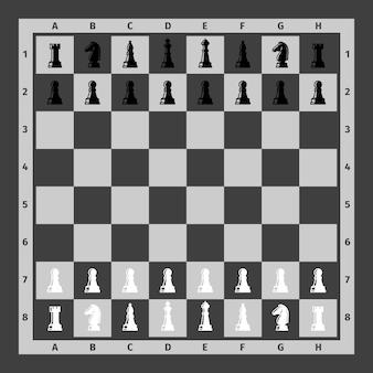 Pezzi degli scacchi impostati sulla scacchiera