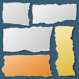 Pezzi di carta bianca strappata. documenti del taccuino strappati. raccolta di materiali di scarto