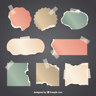 Pezzi vintage di carta con lo sfondo del nastro