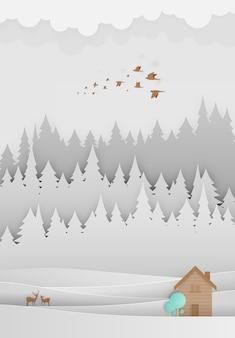 Piccola arte della carta della casa di legno con il fondo della foresta