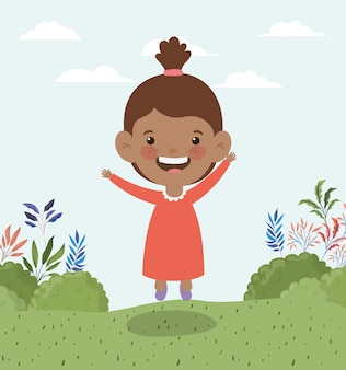 Piccola ragazza afro felice nel paesaggio del campo