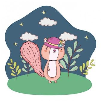 Piccola tamia sveglia con il cappello femminile nel campo