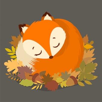 Piccola volpe che dorme tra le foglie secche