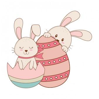 Piccoli conigli con carattere di pasqua dipinte a uovo