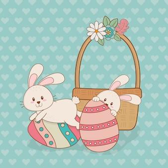 Piccoli conigli con caratteri di pasqua dipinte a uovo
