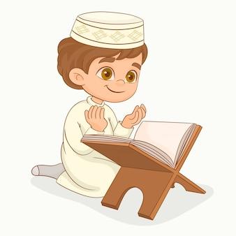 Piccolo ragazzo musulmano che prega
