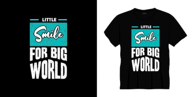 Piccolo sorriso per il design della t-shirt tipografia del grande mondo