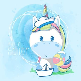 Piccolo unicorno sveglio del marinaio su fondo blu