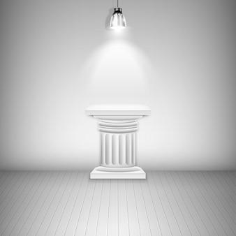 Piedistallo bianco illuminato nella galleria.