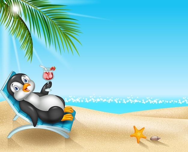 Pinguino del fumetto che si siede sulla sedia di spiaggia