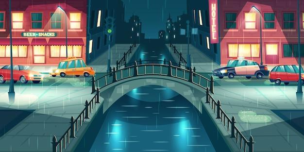 Pioggia sul vettore del fumetto della via della città di notte. auto della polizia e taxi andando sulla strada di città illuminata con lampioni, attraversando il fiume o canale d'acqua con ponte ad arco retrò in illustrazione piovosa, tempo piovoso