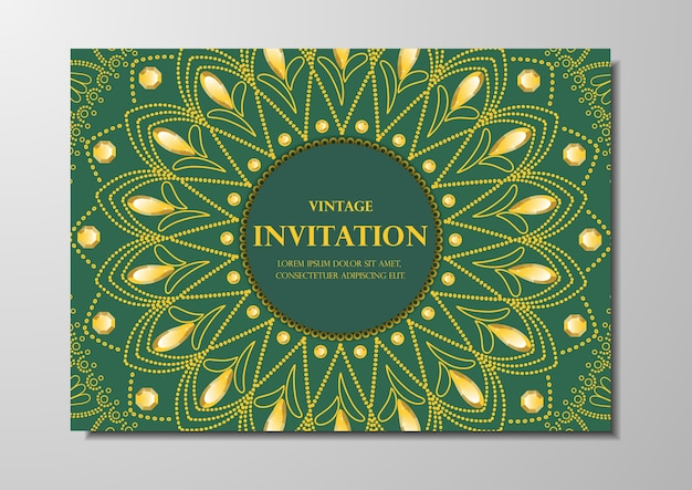 Pizzo d'oro su mandala di carta vintage sfondo verde