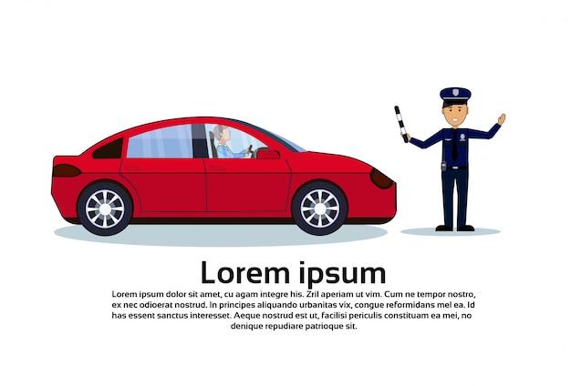 Poliziotto del controllore di traffico con l'automobile isolata