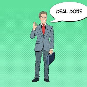 Pop art happy businessman gesturing ok. successo aziendale.