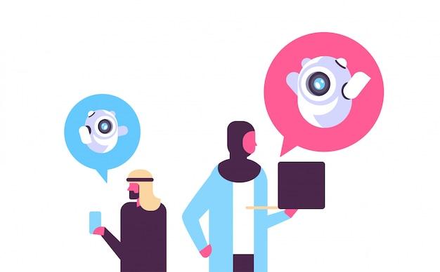Popolo arabo con comunicazione chatbot
