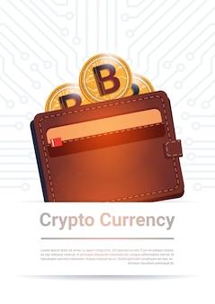 Portafoglio con soldi moderni di web di valuta digitale dorata di bitcoin sopra fondo bianco