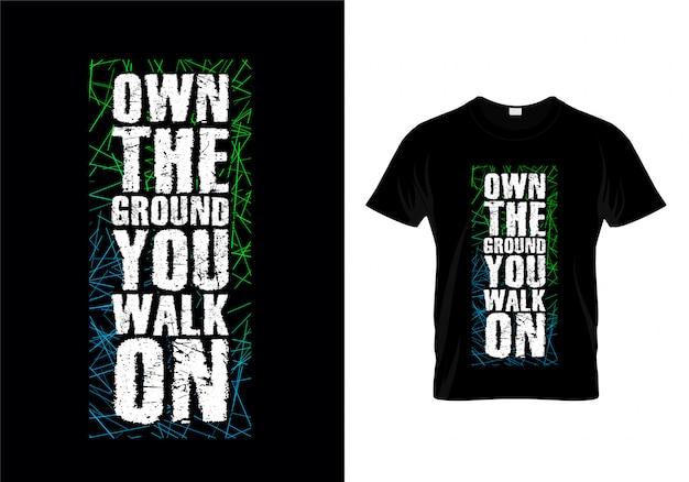 Possedere il terreno che si cammina su typography t shirt design vector