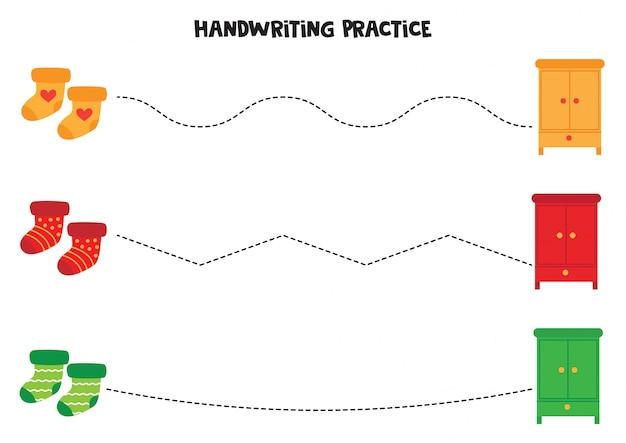 Pratica della scrittura a mano con armadi e calze colorate.