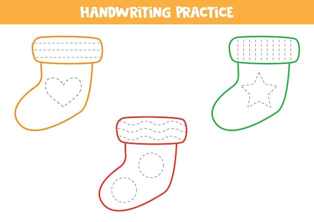 Pratica della scrittura a mano con calzini colorati.
