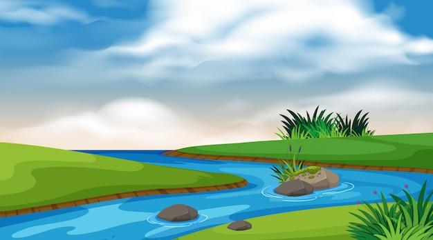Priorità bassa del paesaggio del fiume e del cielo blu