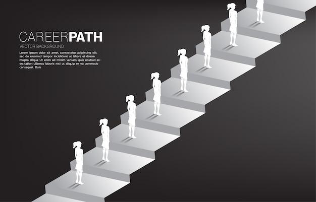 Profili il gruppo di coda della donna di affari per aumentare il passo