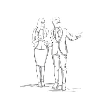 Profili l'uomo di affari e la donna che parlano l'uomo d'affari point finger per copiare le coppie delle persone di affari di schizzo dello spazio