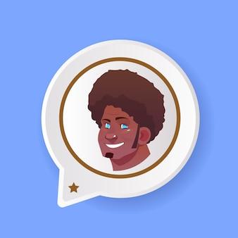 Profilo africano sorridente faccia chat supporto bolla maschio emozione avatar uomo fumetto icona ritratto