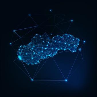 Profilo di sagoma incandescente mappa slovacchia fatta di forme poligonali basse.