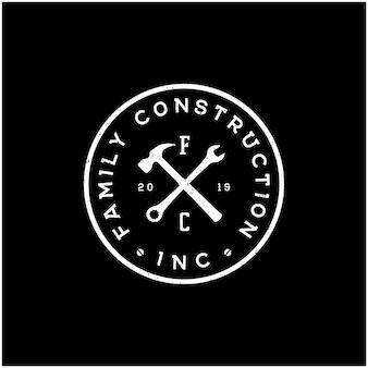 Progettazione del logo di manutenzione di costruzione di riparazione di servizio di martello degli strumenti del tuttofare dell'annata