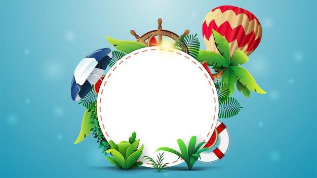 Progettazione del modello dell'insegna di estate con un cerchio bianco per testo, elementi di estate e accessori della spiaggia. layout estivo vuoto per la tua creatività
